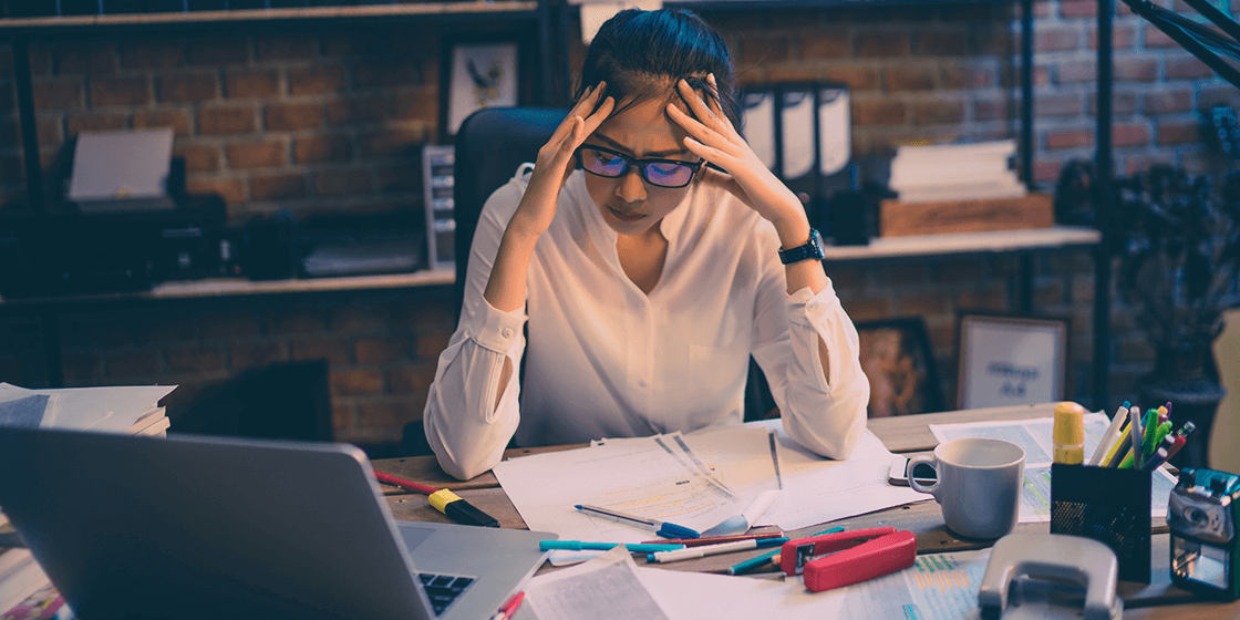 bad habits creating back pain while working at desk